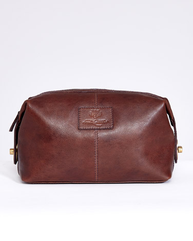 brownPaul Costelloe Living Leather Wash Bag