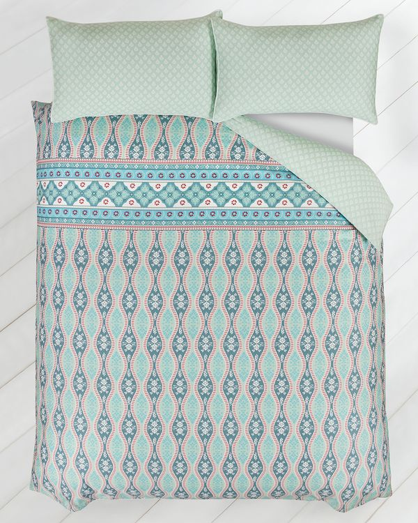 Carolyn Donnelly Eclectic Damask Bed Set