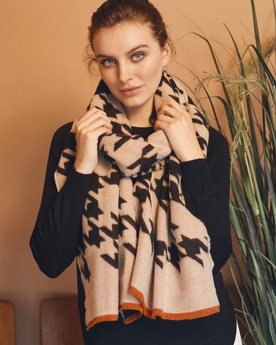 Gallery Amber Houndstooth Scarf