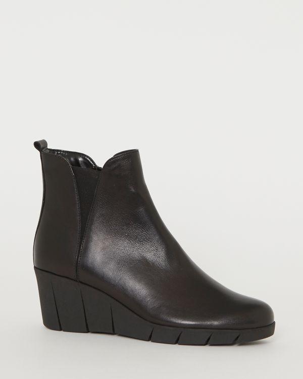 Studio Flexx Leather Wedge Boots