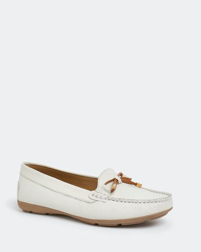 Leather Moccasin With Bow Trim thumbnail