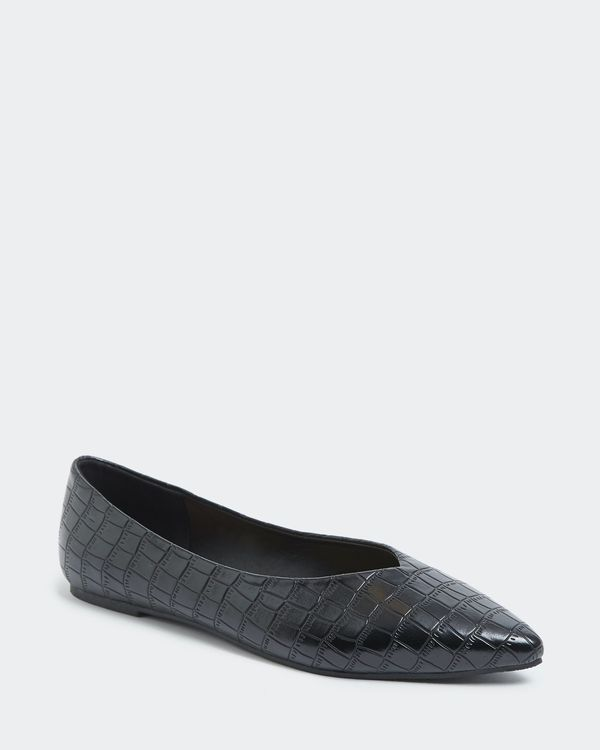 Pointed Flat Pumps
