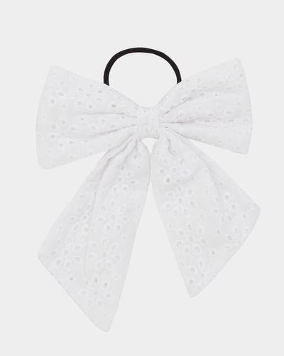 Broderie Bow