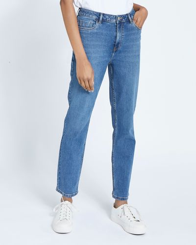 Mid Rise Essential Straight Fit Jeans