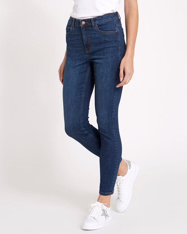 Mid Rise Essential Skinny Fit Jeans